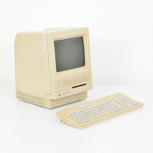 Apple Macintosh SE/30 Computer & Keyboard